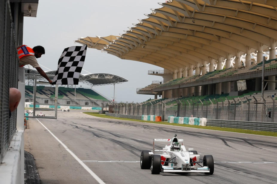 Danied Woodroof's wining moment AsiaCup race 6